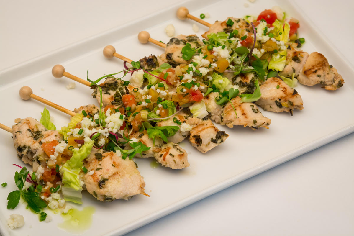 photo of chicken souvlaki with lemon, olives